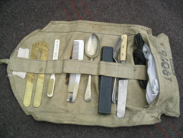 world war one soldiers equipment. WW1 Pictures, Great War Pics - World War One Period Soldier's Holdall.